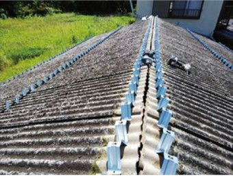 小波スレートを屋根材使用した古い建物