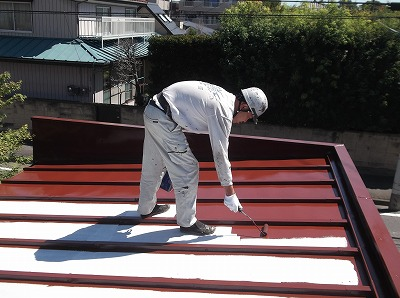 物置屋根 上塗り1回目