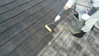 屋根 下塗り2回目中