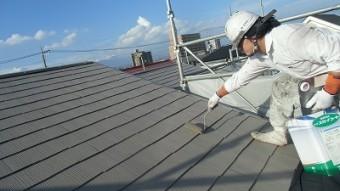 屋根 上塗り2回目中